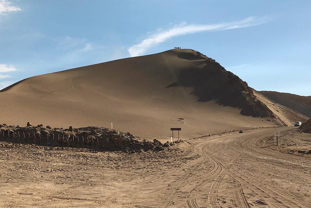 Песчаный бархан в пустыне Атакама