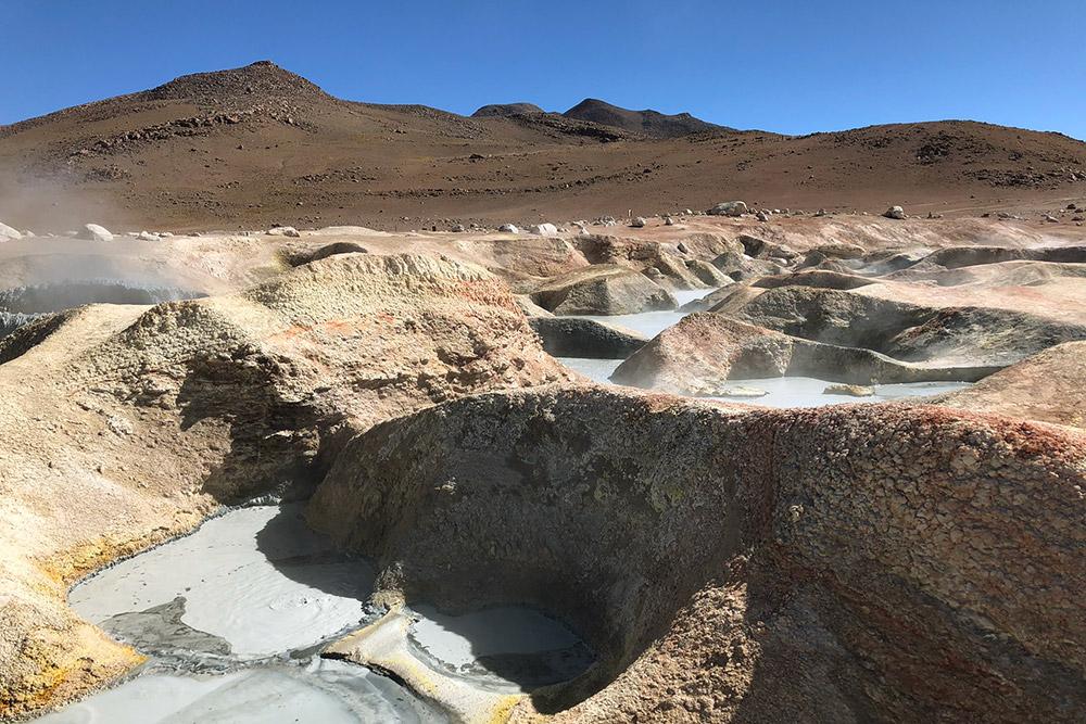 Горячие грязевые вулканы в национальном парке Эдуардо Авароа