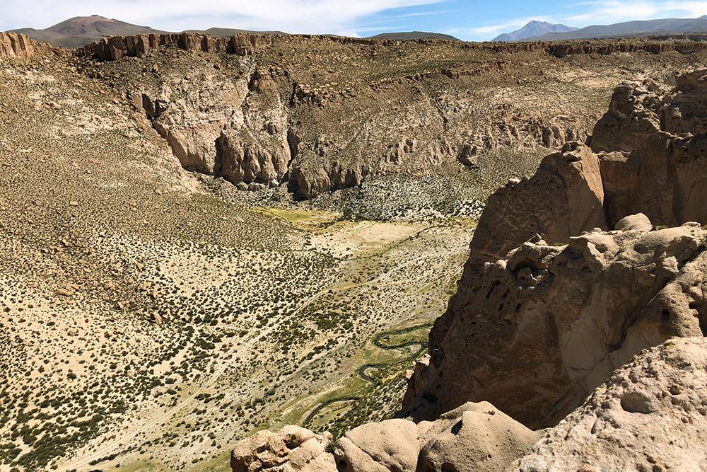 Каньон Анаконды. Река на дне каньона изгибами напоминает змею, отсюда и название