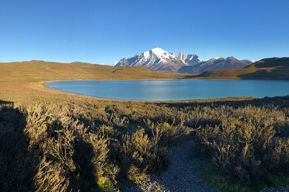 Национальный парк Торрес-дель-Пайне, лагуна Амарго. На заднем плане — горы Пайне