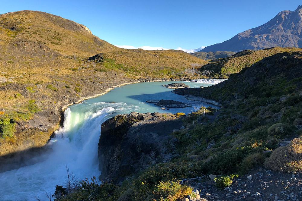 У этого водопада в национальном парке Торрес-дель-Пайне долго находиться было сложно: шквалистый ледяной ветер буквально сбивал с ног