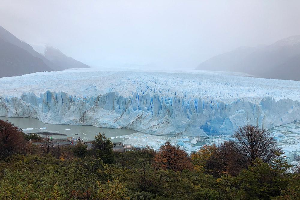 Ледник Перито-Морено — это огромная глыба льда, изрезанная трещинами