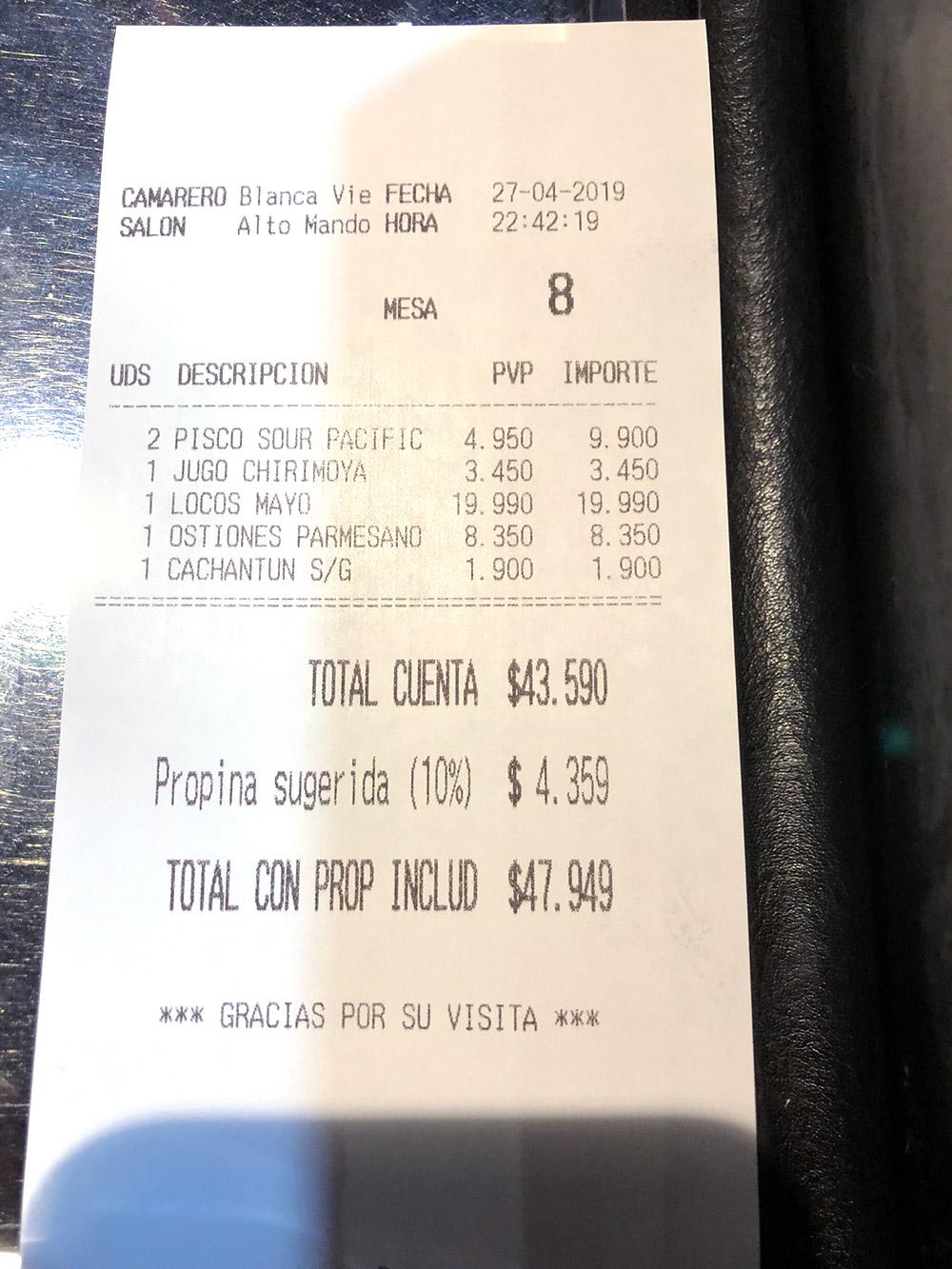 Чек из ресторана: два коктейля «Писко сауэр», сок из черимойи, локос-кон-майо (моллюски под майонезом), устрицы под сыром, бутылка воды — 47 949&nbsp;песо (3781<span class=ruble>Р</span>) с чаевыми