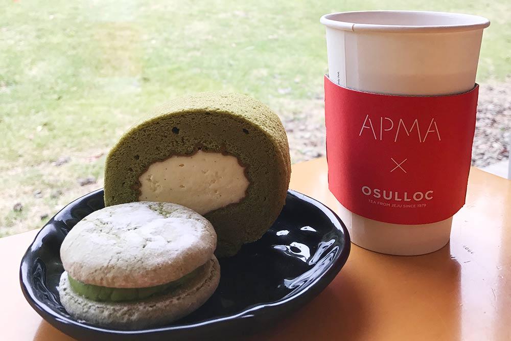 Десерты из зеленого чая за 15 000₩ (около 850рублей)
