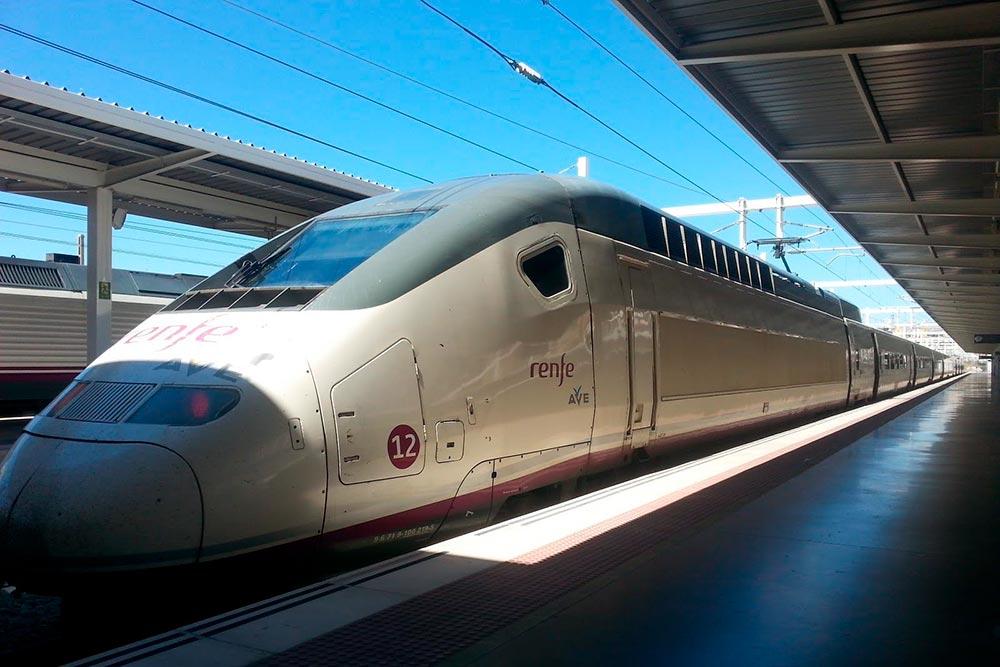 Самая известная модель «Ренфе» называется AVE. Это сокращение от Alta Velocidad Española, «высокая испанская скорость», и одновременно «птица» по-испански