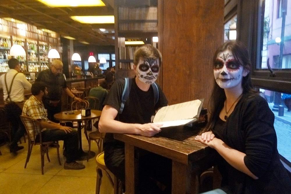 После Кубы мы поехали в Мексику на День мертвых. Испанский пригодился в отеле, ресторанах и других туристических местах