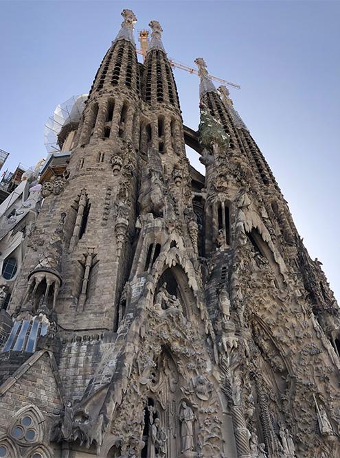 Самая затяжная стройка в мире продолжается до сих пор. Каждый раз, приезжая в Барселону, можно сравнить, насколько она продвинулась