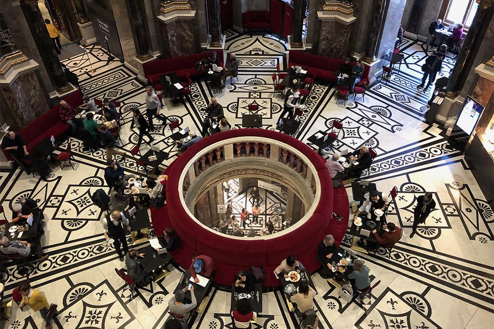 Кафе в музее истории искусств — одно из самых фотографируемых в Вене