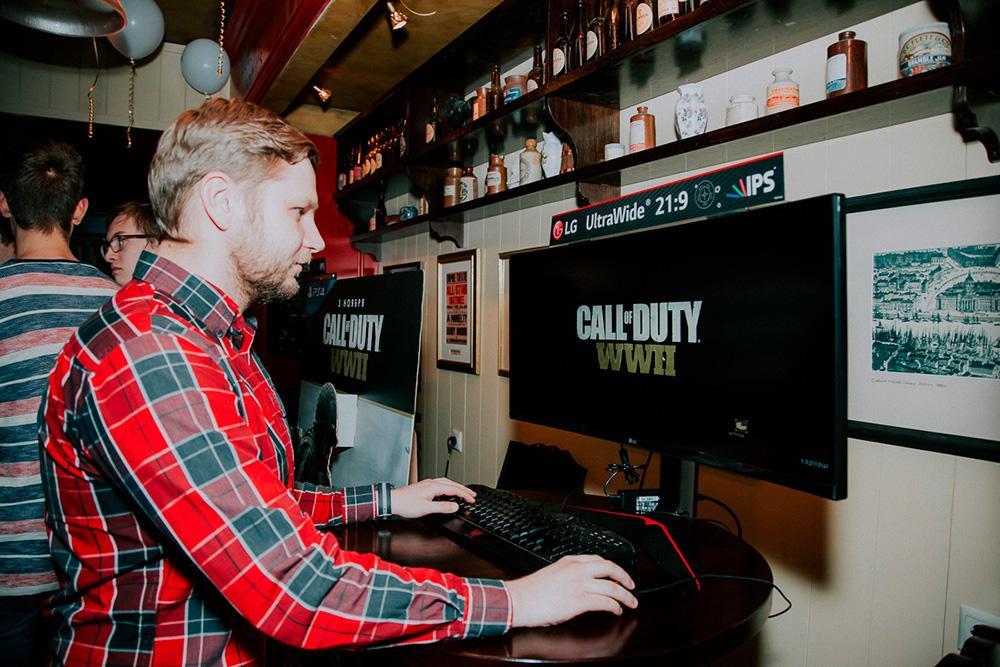 Зрители тоже могли поиграть в новую часть Call of Duty на отдельных компьютерах — была оборудована самостоятельная демозона от партнеров LG