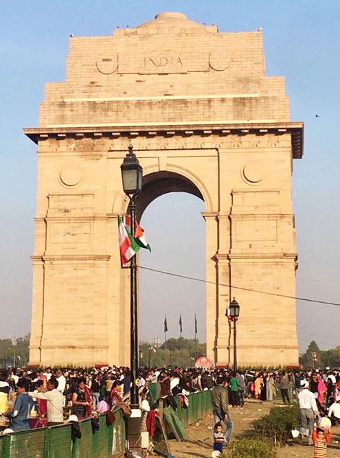 Ворота Индии — популярное место не только среди туристов, но и среди местного населения. Это памятник солдатам, погибшим в Первой мировой и англо-афганской войнах