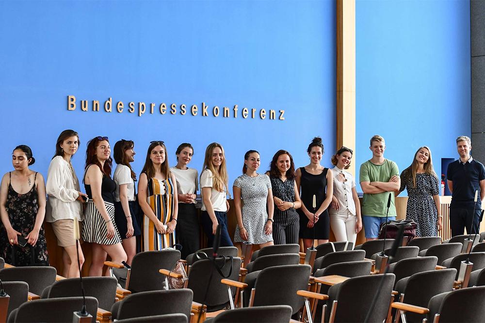 Участники Journalisten Praktikum Plus на федеральной пресс-конференции в Берлине