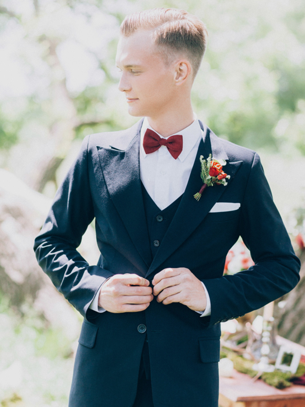 На свадьбе уродственников были занятия поинтереснее, чем вычисление процента полиэстера вткани, изкоторой сделан костюм жениха. Даи выглядит, согласитесь, неплохо