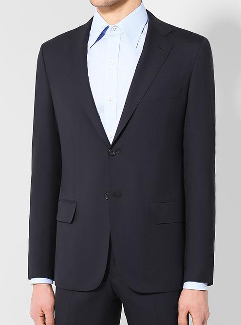 Это костюм из московского Цума за&nbsp;471&nbsp;500&nbsp;<span class=ruble>Р</span>