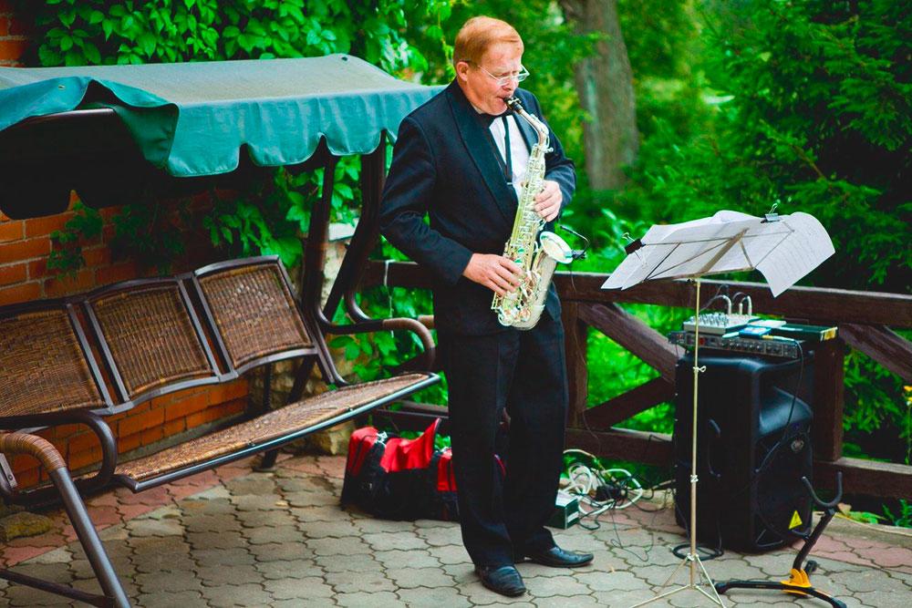 Первый танец подсаксофон на природе — мечта романтиков