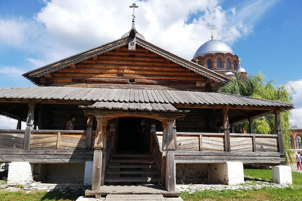 В18—19 веках внешний вид Троицкой церкви сильно менялся, нов2011году еереконструировали ивернули ейпервоначальный облик