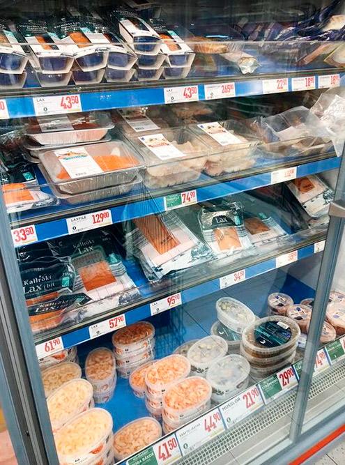 В Швеции много разной рыбы. Она очень вкусная, поэтому местные едят ее с большим удовольствием. Но даже там рыба стоит дорого: например, филе семги обходится в 129 kr (1100<span class=ruble>Р</span>) за килограмм