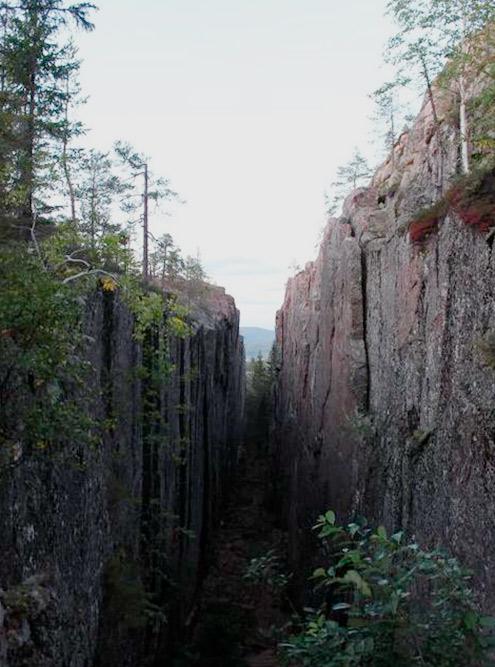 Ландшафт региона, в котором находится Сундсвалль, сформировался в результате движения ледников, прорезавших в скалах глубокие ущелья