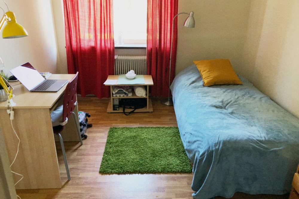 Моя комната в шведском общежитии компании Dios. Правда, на фото не хватает моей главной инвестиции — обогревателя