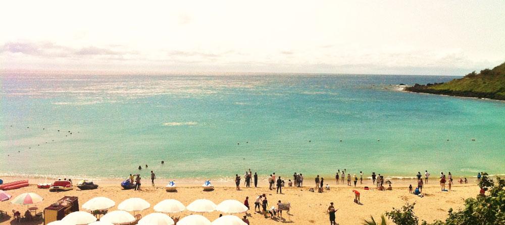 Один из пляжей на юге острова. Фото делала в феврале, я тогда сильно обгорела