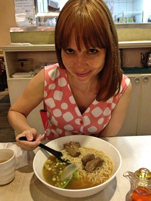 Самое популярное тайваньское блюдо называется «ньюжоу-мьянь» — это наваристый говяжий бульон с лапшой, овощами и кусочками мяса