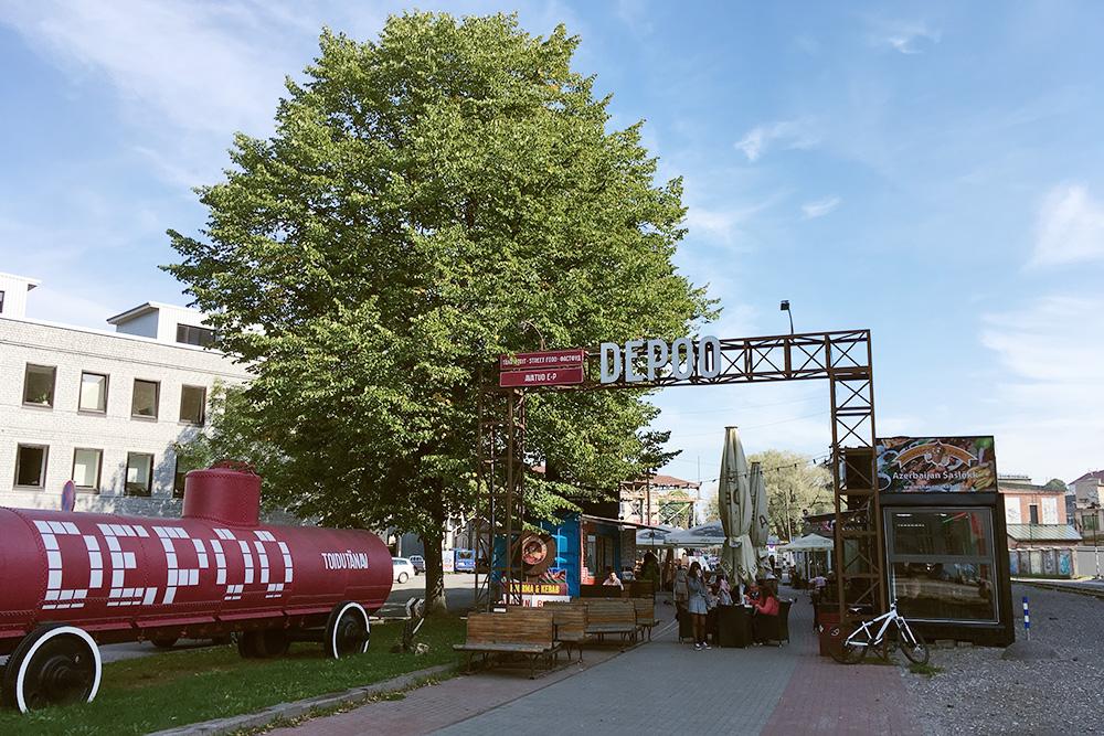В «Депо» есть разный стритфуд, например азербайджанский шашлык