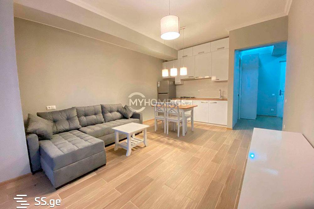 Эта квартира площадью 60м² за300$ вспальном районе Сабуртало — отличный пример стандартного решения дляэкспатов. Обратите внимание на водяные знаки — агентства размещают одни и теже объявления навсех сайтах недвижимости. Источник: ss.ge