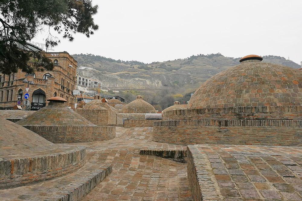 Абанотубани — знаменитые серные бани в районе Старого города, которые прославили Тифлис. Тут парился Пушкин