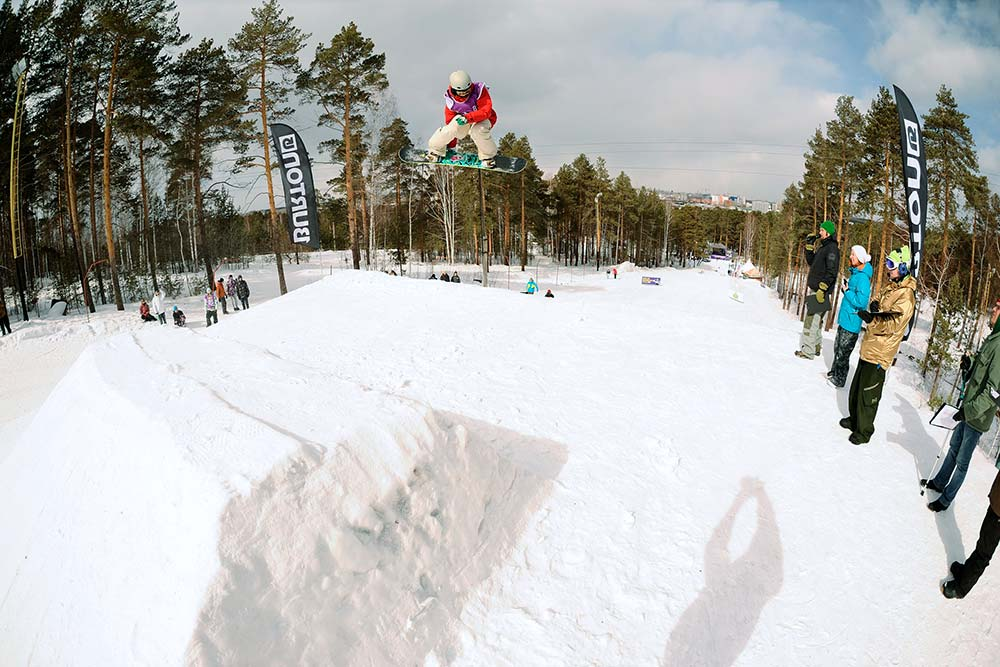 До 2012года Антон участвовал несколько раз в Кубках и чемпионатах России по сноуборду. Правда, и после травмы спорт не бросил — сдал экзамен и стал судить спортивные состязания