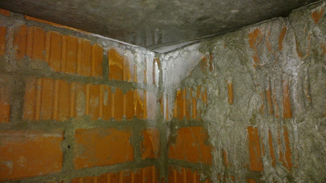 Недочет: промерзает сырой угол дома на техническом этаже, застройщик плохо сделал гидроизоляцию и утепление