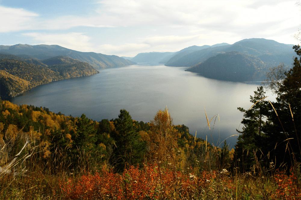 Телецкое озеро — объект всемирного наследия Юнеско и один из крупнейших запасов пресной воды в России
