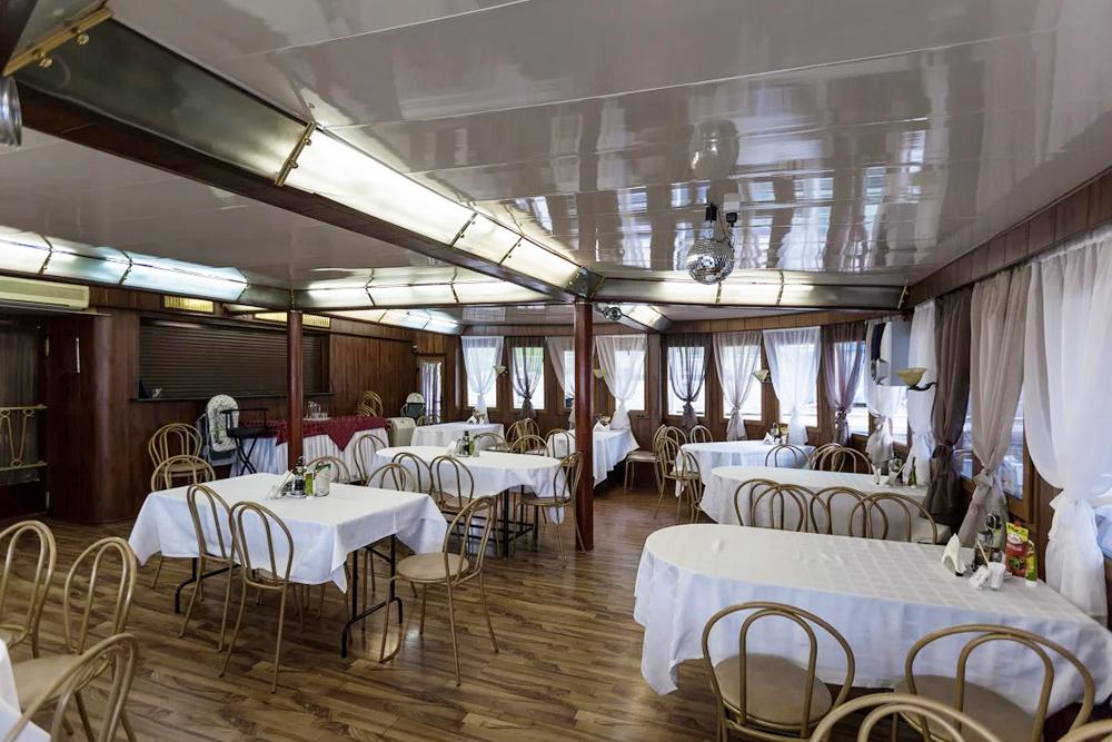 Это ресторан натеплоходе экономкласса «Григорий Пирогов». Фото: «Речфлот»