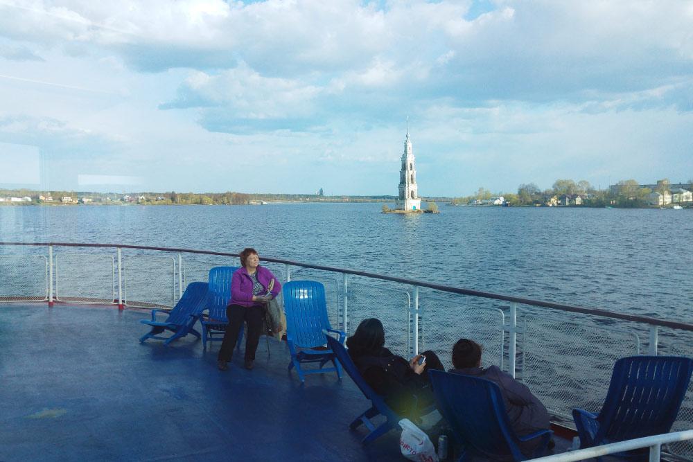 Затопленная колокольня Калязина: впервый раз мыпроплыли мимо нее