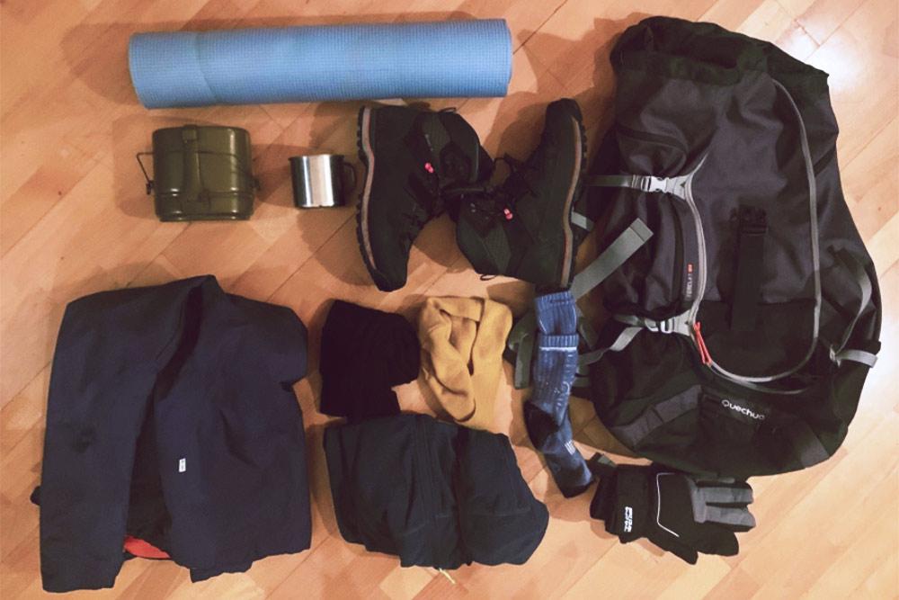Моя экипировка на 4 дня «северной экспедиции»: теплые вещи, пенка, немного посуды и трекинговый рюкзак