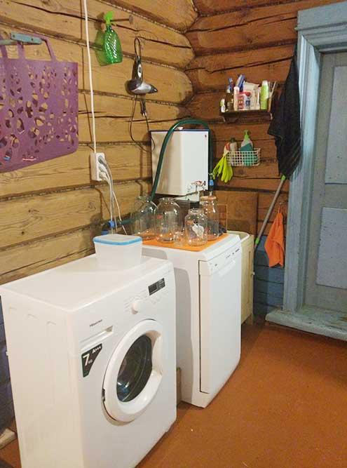 Сейчас так выглядит наш техноблок: мойдодыр сподогревателем воды, стиральная и посудомоечная машины