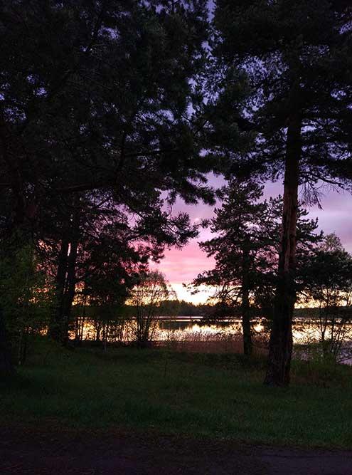 Очередной закат надлюбимой речкой. В тотже майский вечер надвсем селом виднелась потрясающе красивая радуга