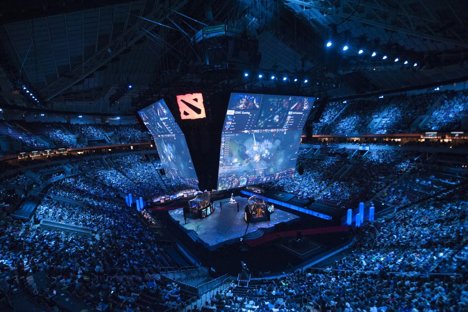 «Дота 2» привлекает игроков и зрителей самыми крупными в киберспорте призовыми. В 2017 году их сумма составила 38 млн долларов, причем 25 из них разыгрывались на главном турнире — «Зе-интернешнл»