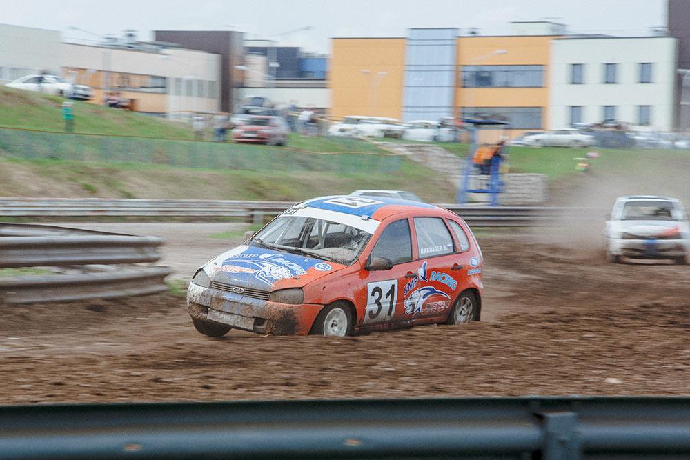 С 1973 года ежегодно в последнее воскресенье сентября, в День машиностроителя, на автодроме КВЦ проходят соревнования по автокроссу «Серебряная ладья»