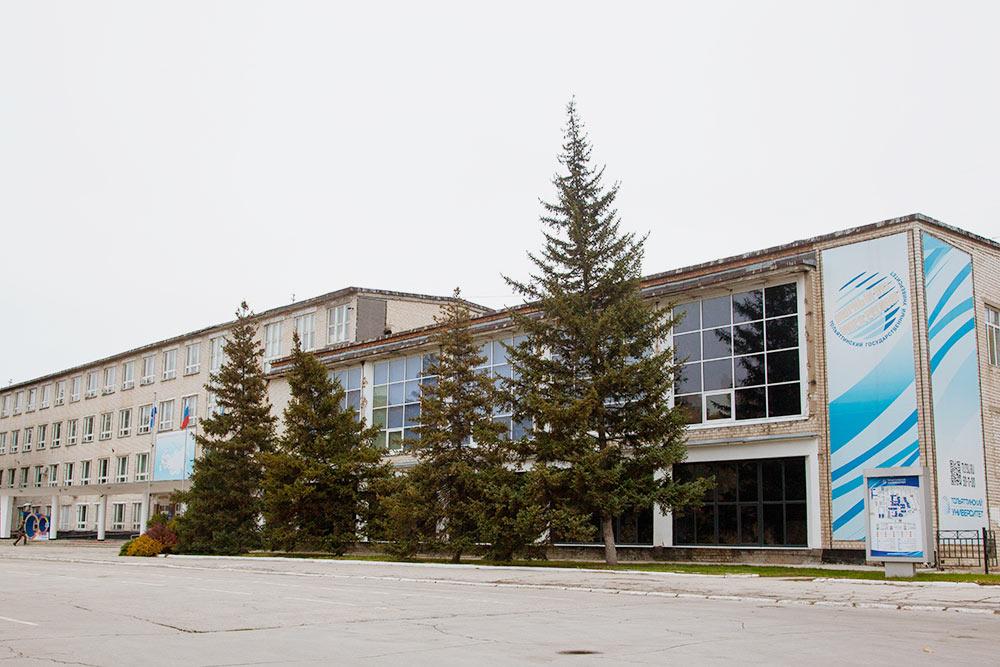 Главный корпус Тольяттинского государственного университета. Зданию очень нужен ремонт