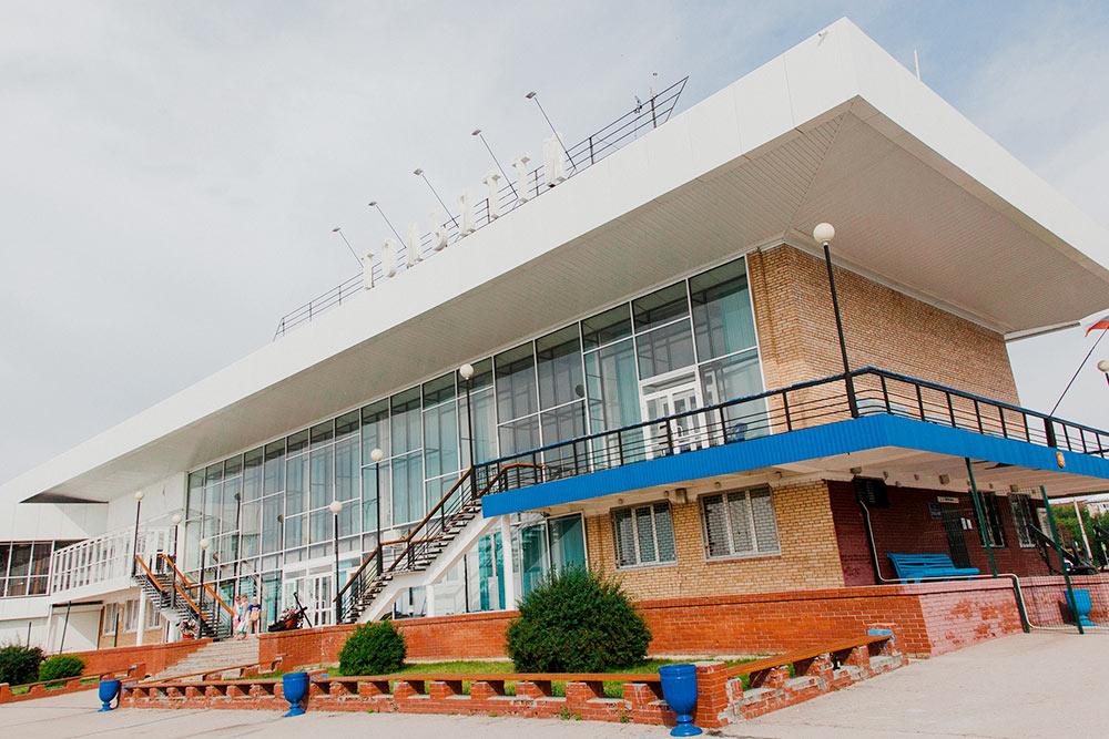 Здание речного вокзала в Комсомольском районе