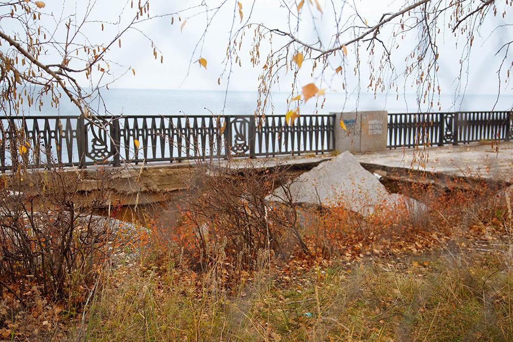 Головная боль тольяттинцев. Никто не хочет заниматься реконструкцией набережной в Автозаводском районе, а она — в ужасном состоянии