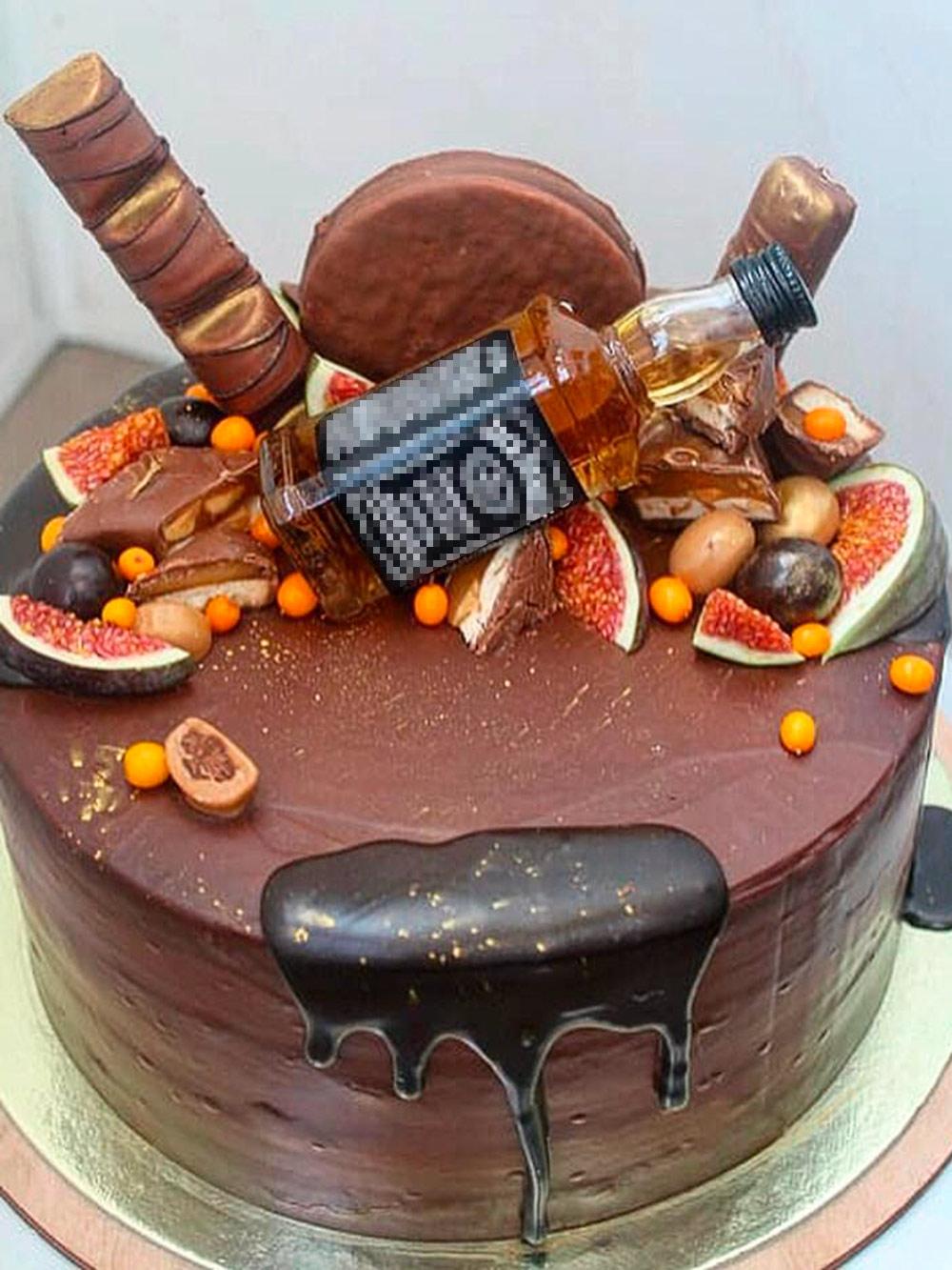 Этот брутальный торт я заказывала папе на день рождения. За 2&nbsp;кг отдала 3500<span class=ruble>Р</span>, а за бутылочку виски доплатила еще 300<span class=ruble>Р</span>