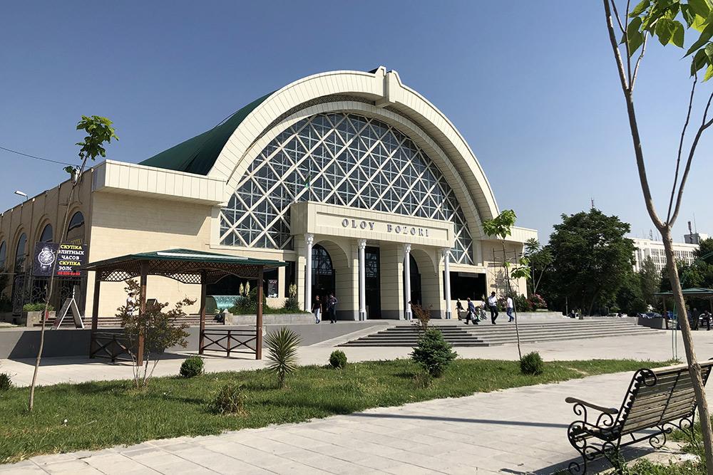Алайский базар — дорогой рынок вцентре Ташкента. Новпять утра мыпокупали тамвсе пооптовым ценам