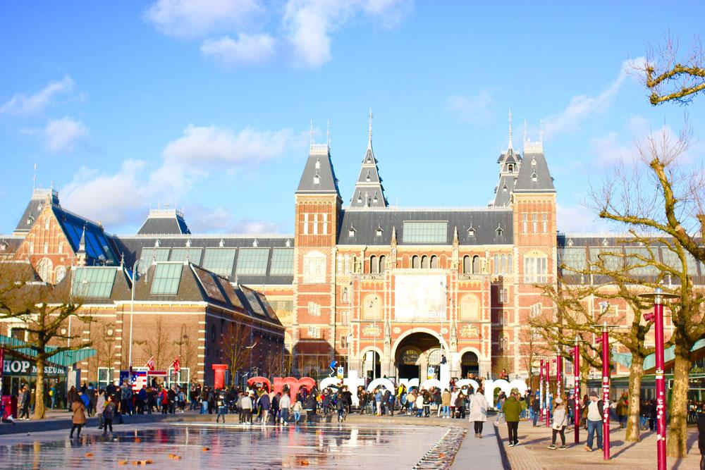 Очередь в Рейксмюсеум в Амстердаме