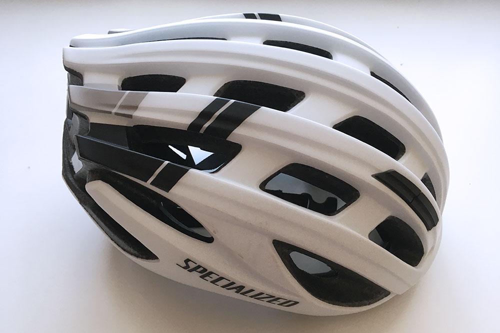 Муж выбрал шлем Specialized Propero&nbsp;3&nbsp;2018 за&nbsp;оптимальное соотношение цены и&nbsp;качества. Он&nbsp;обошелся нам в&nbsp;7290&nbsp;<span class=ruble>Р</span>