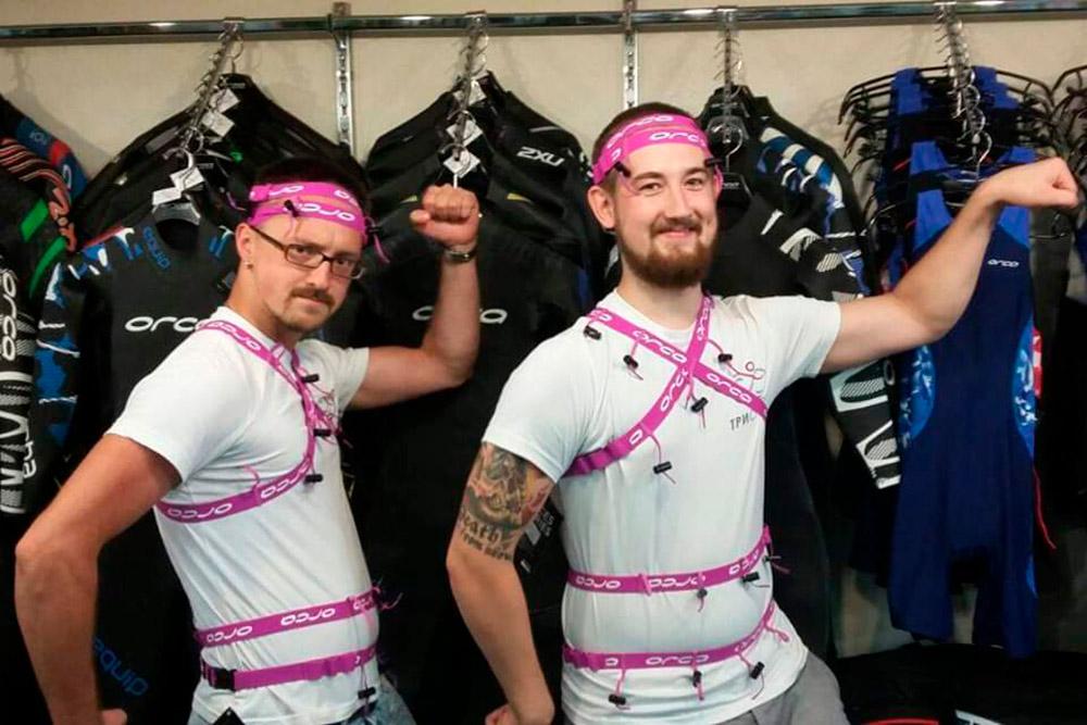 Сотрудники всегда с хорошим настроением. Когда приехала новая партия поясов для номеров, ребята фантазировали, как их можно носить, и смастерили себе костюмы