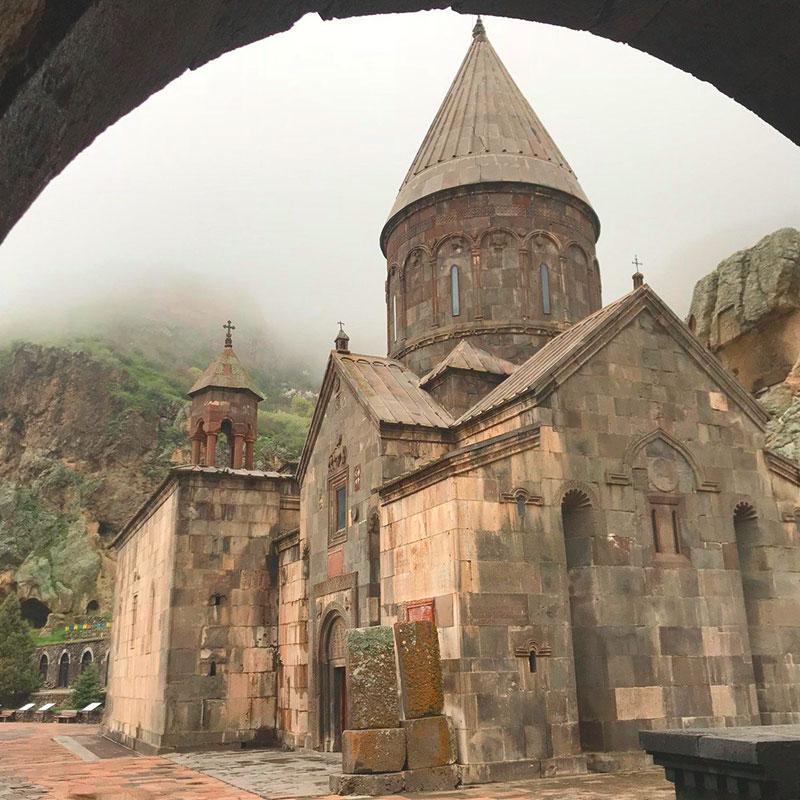 Монастырь и окружающие его утесы внесены в список наследия ЮНЕСКО