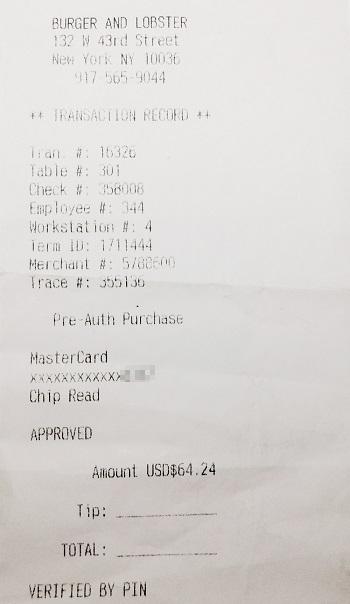 Чтобы дать чаевые приоплате счета картой, нужно вписать в чек сумму чаевых и итоговую сумму заказа. Чаевые списывались скарты на несколько дней позже основного счета
