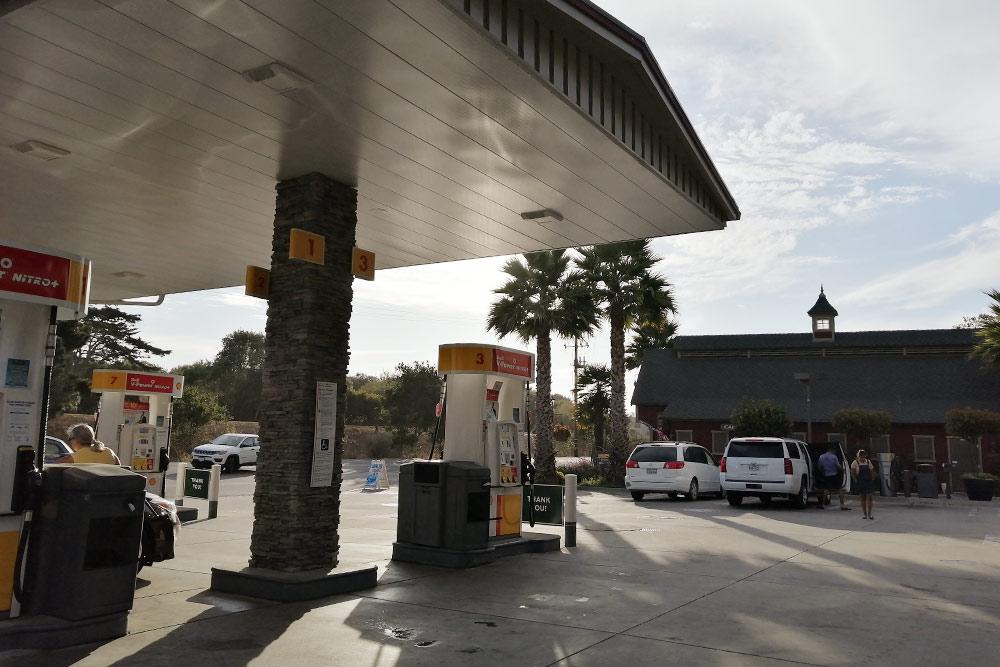 На нашем пути было достаточно заправок. Чтобы их найти, мы вводили на «Гугл-картах» запрос «petrol station»