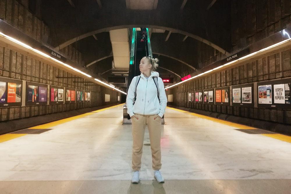 Станция метро в Сан-Франциско. Билет на метро от аэропорта Сан-Франциско, где мы вернули арендованную машину прокатчику, до города стоил 8$ на человека