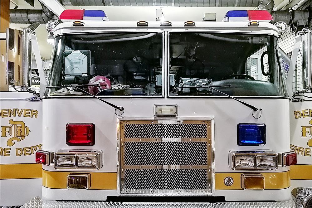 Наш друг работает пожарным — он провел длянас экскурсию попожарной станции Денвера